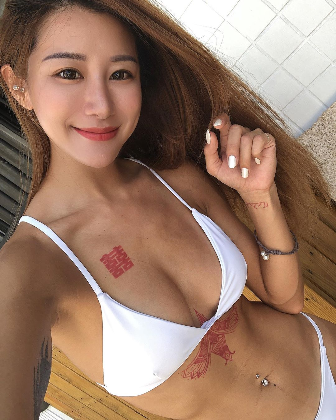 Lara 双囍沙滩翘臀美图 小麦肤色太诱人 第4张