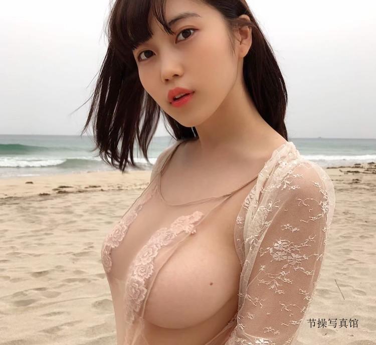 人气coser@伊织いお透肤泳装秀,两颗浑圆美胸直接跑出来啦