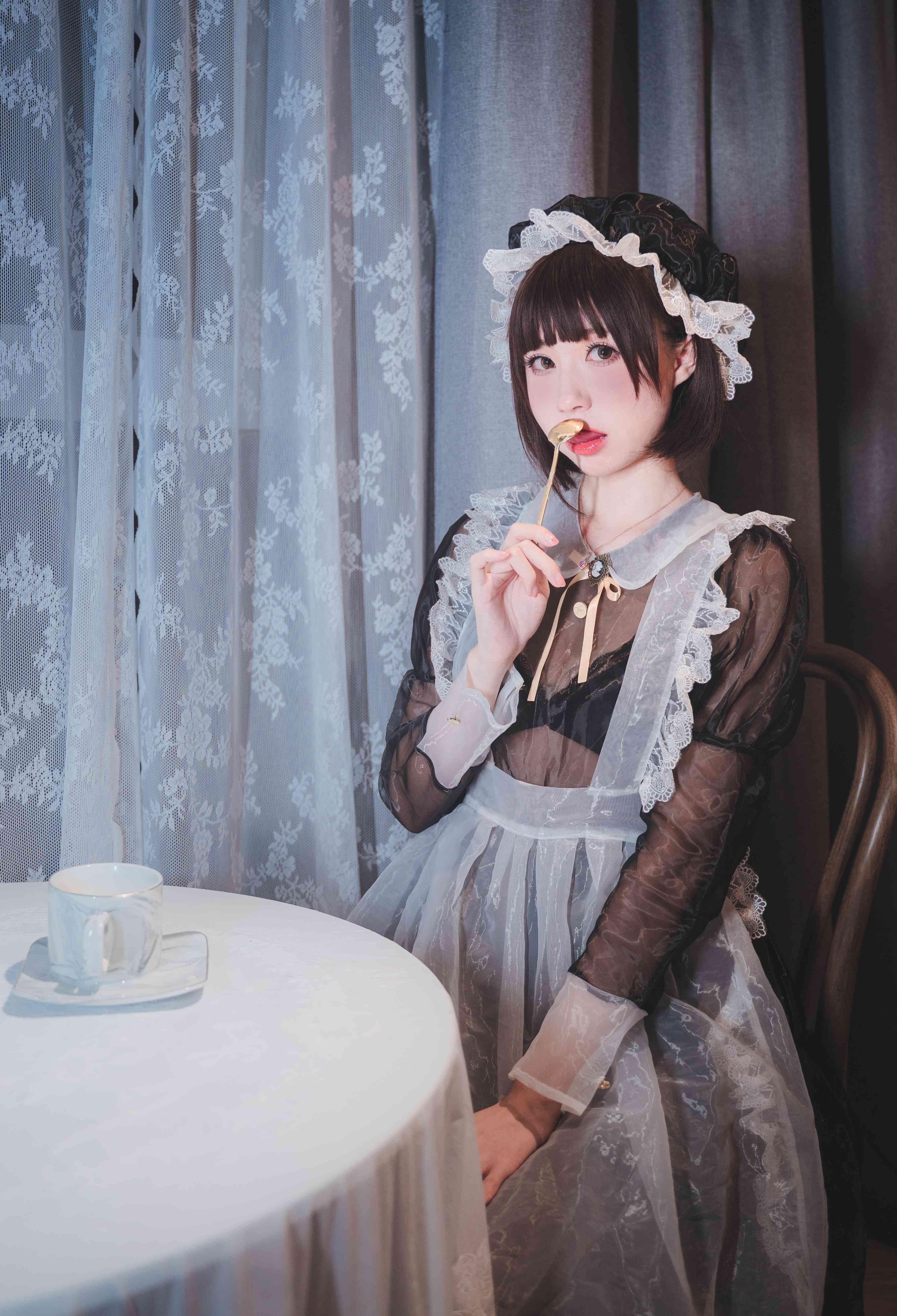 西园寺南歌透明女仆写真,长腿女仆随时待命