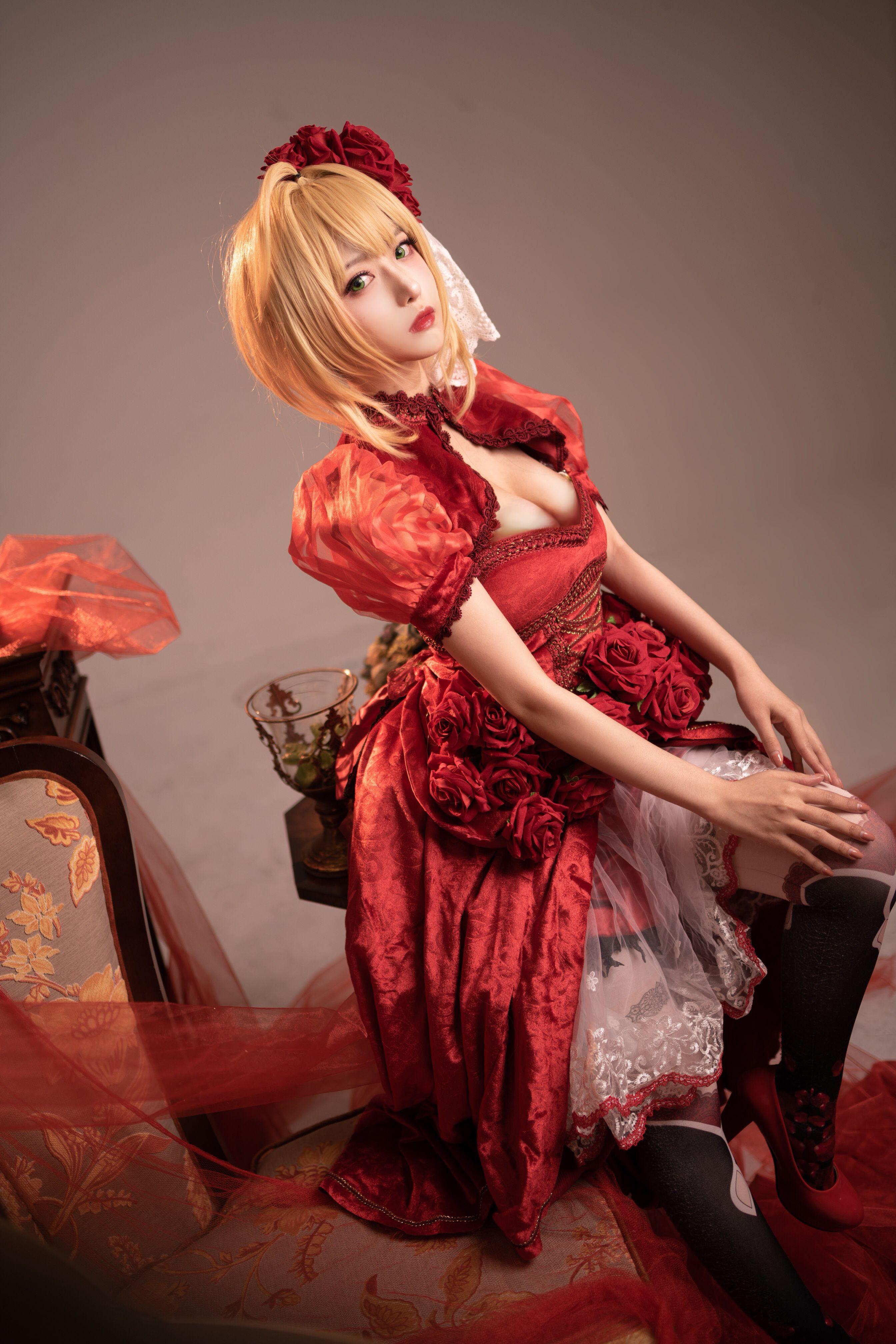 Shika小鹿鹿尼禄礼服写真,美艳的尼禄等待召唤