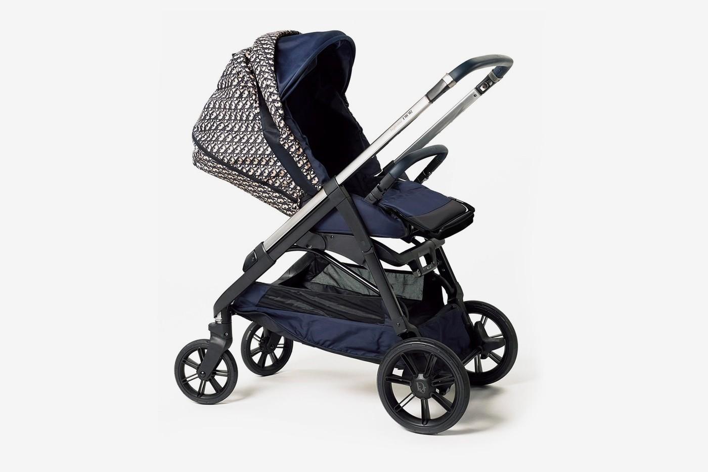 迪奥Dior推出首款采用Luxe Oblique Print的婴儿推车