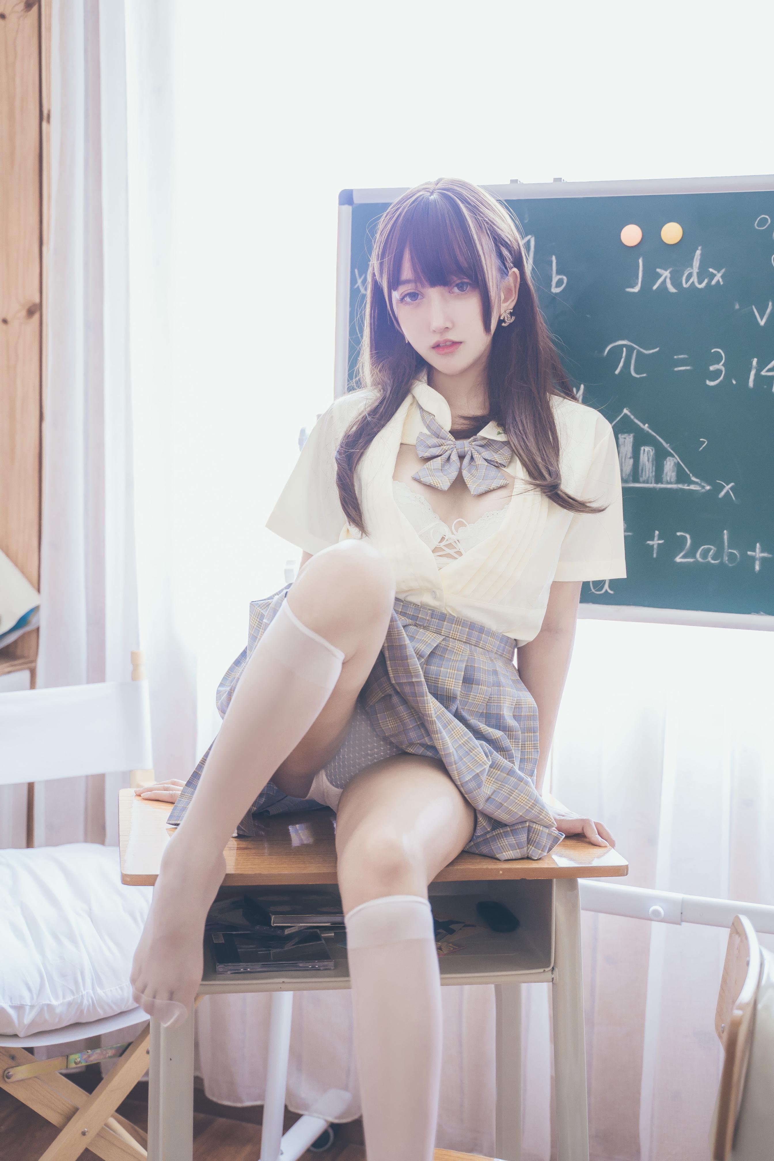 过期米线线喵教室写真,做你的同桌可以吗