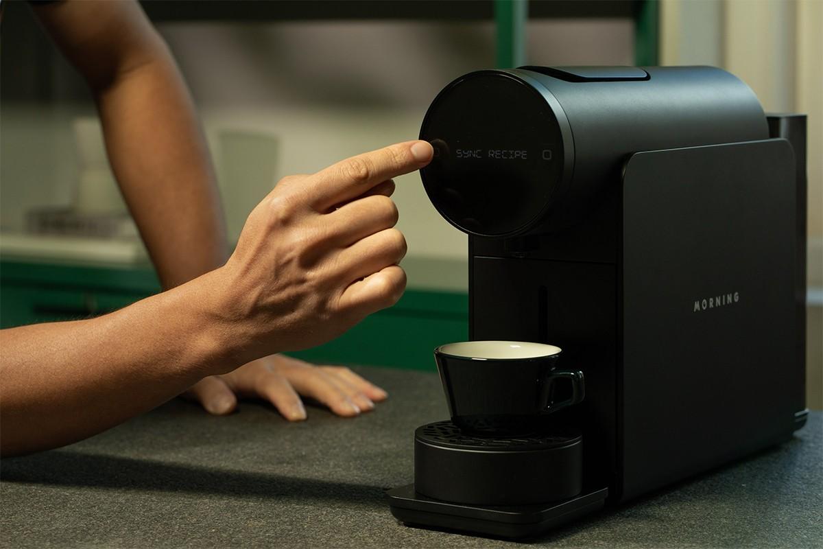 早晨咖啡机让您像咖啡师一样冲泡速溶咖啡