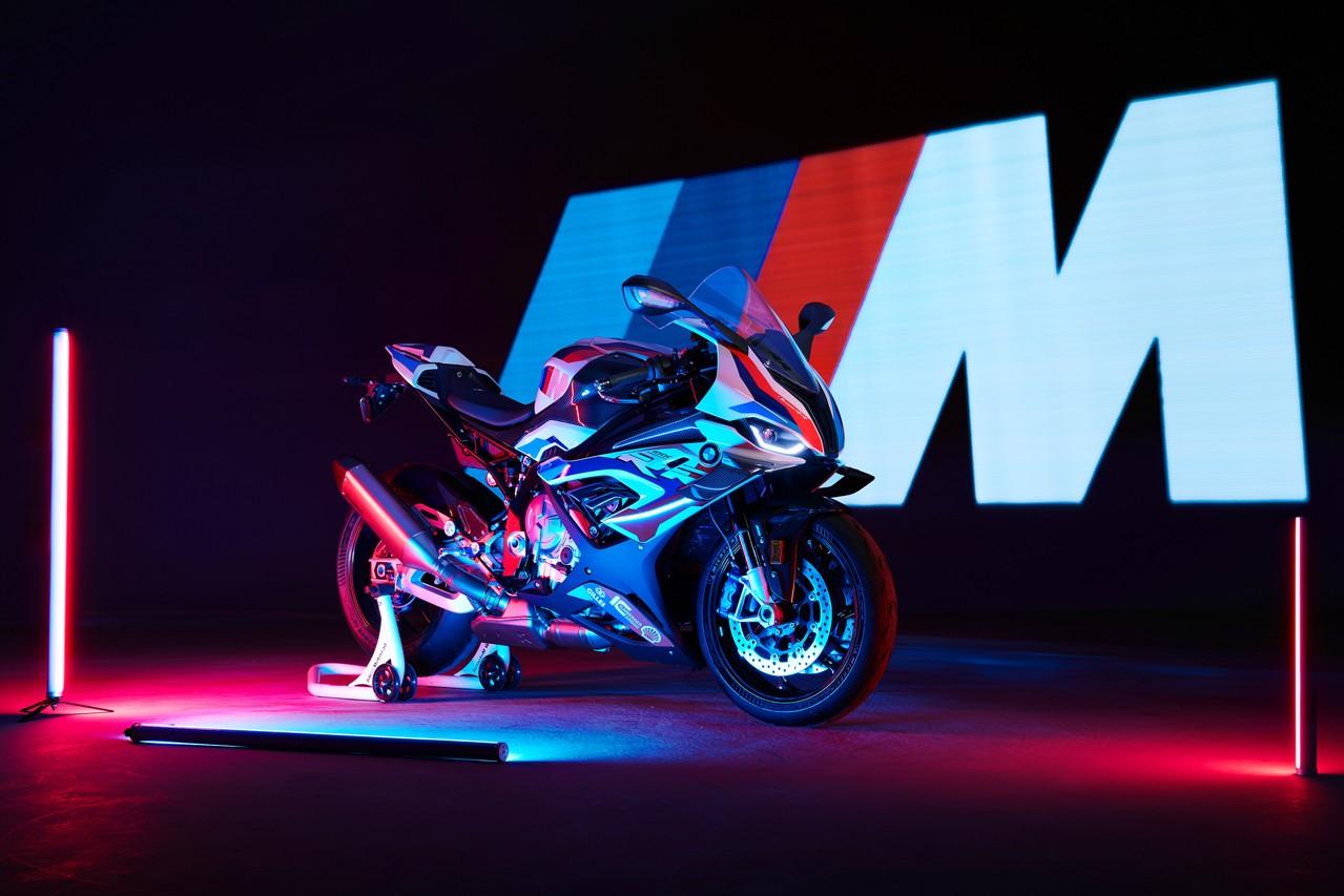 宝马 Motorrad推出首款M分部超级摩托车M RR
