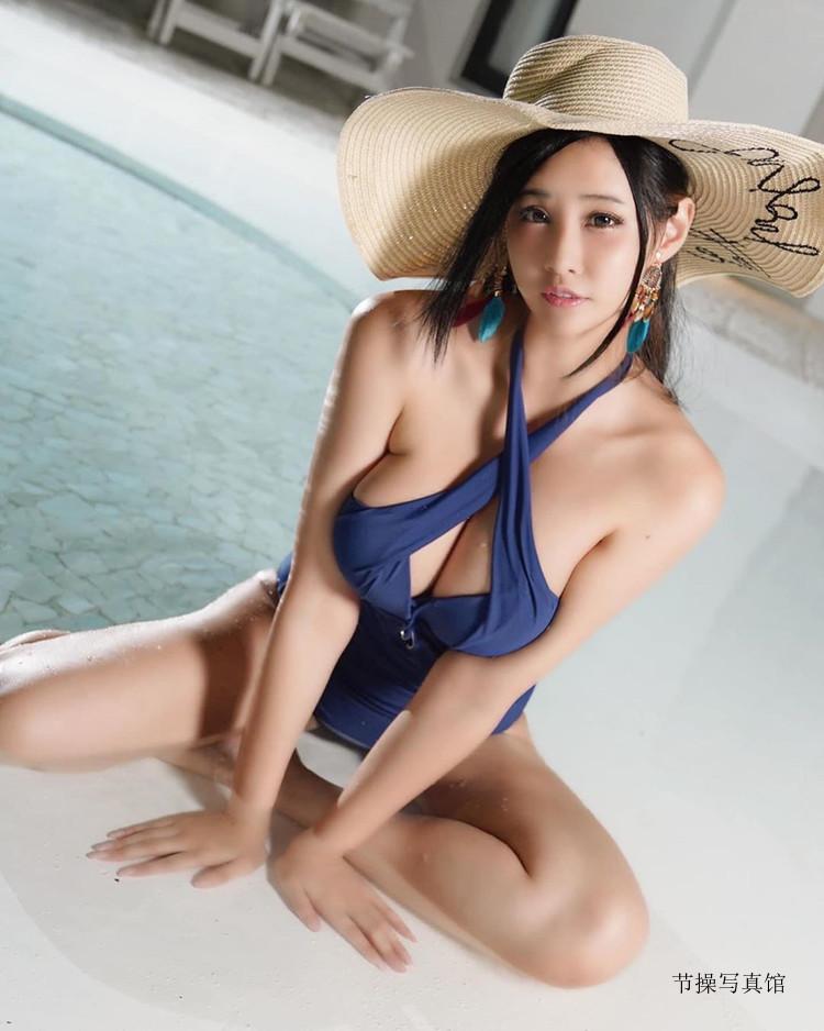 Hana Tu 卡比兔性感cosplay写真,胸前真的好会卡