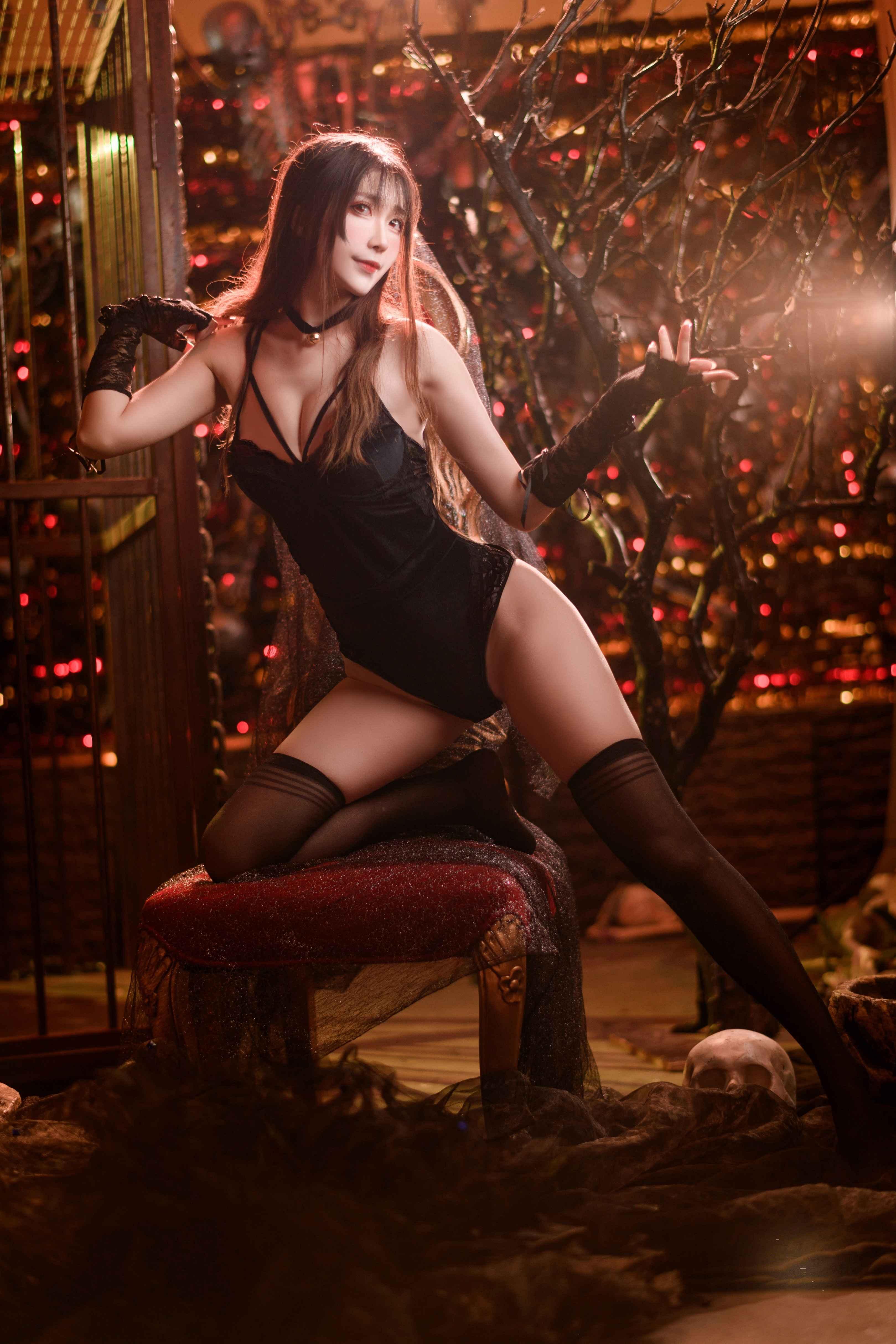 Sakiiii翎柒10w粉福利写真,黑色蕾丝的美丽