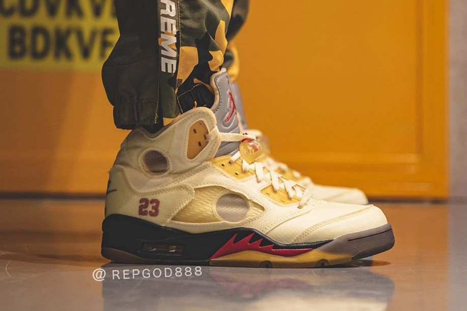 Off-White™x Air Jordan 5 Sail配色版上脚实拍图
