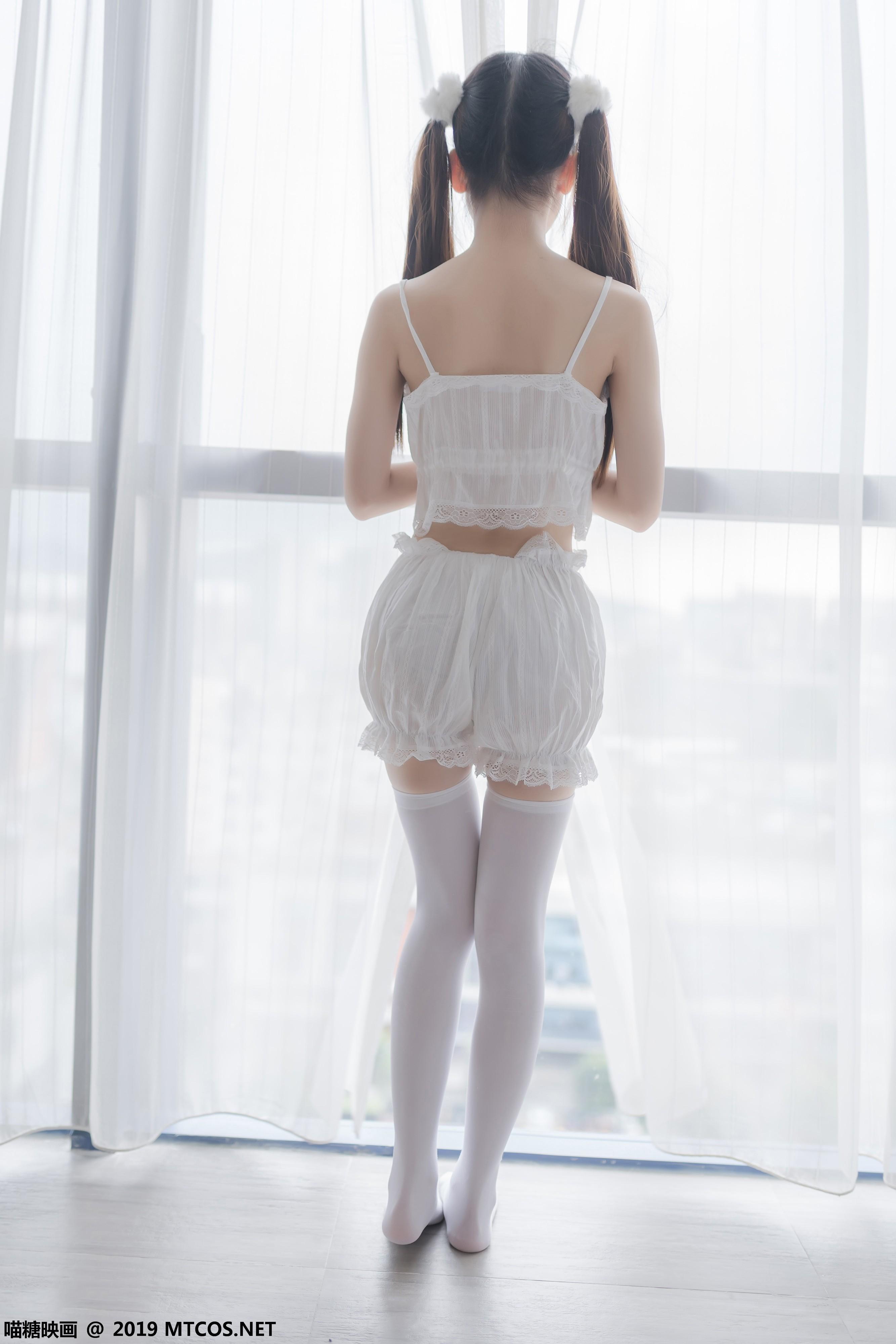 喵糖映画白丝元气双马尾写真,纯白少女带给你初恋般感觉